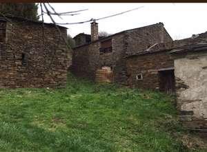 Lugo - Aldea con seis casas, dos hórreos, un pajar y una bodega
