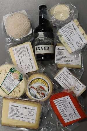 Lote 10 quesos + 1 regalo, envío refrigerado gratis.