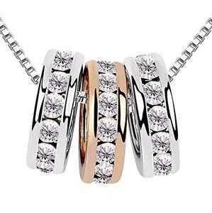Cadena con colgante de 3 anillos adornados con cristales brillantes de Swarovski®