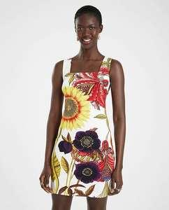 Vestido corto diseñado por M. Christian Lacroix