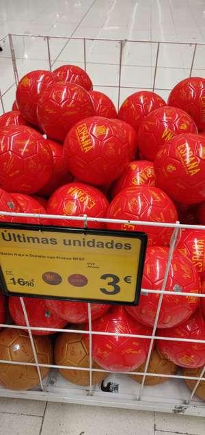 Balón España rojo o dorado con firmas RFEF por 3€ (Carrefour Sestao)