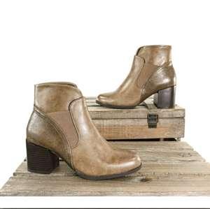 Miles de zapatos para hombre mujer y niño por 10€