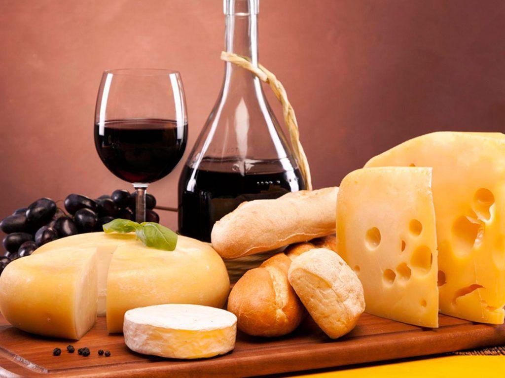 Degustación gratuita de pan, queso, vino y sangría en Extremadura