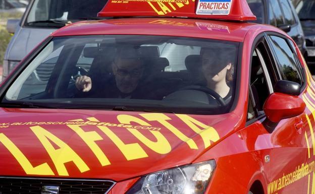 El SEF pagará el carné de conducir a 130 jóvenes en paro