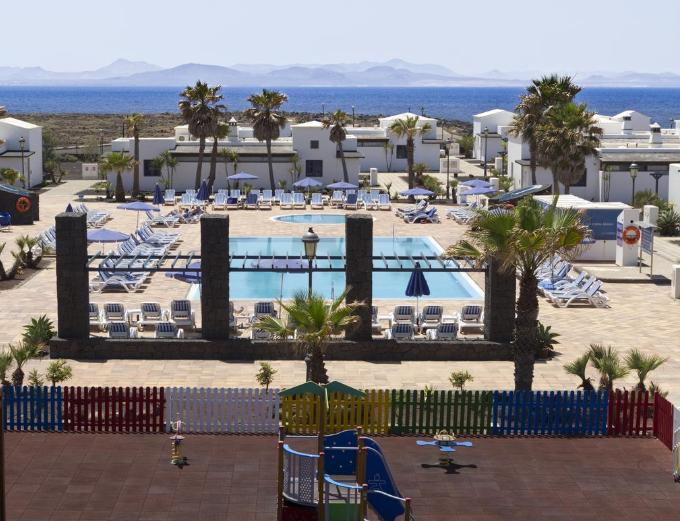 Lanzarote 380€/p= 7 noches en hotel 3*  + media pensión + vuelos