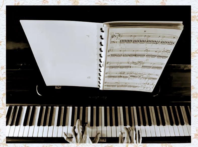 Udemy: Aprendiendo Piano, Ejercicios de Calentamiento