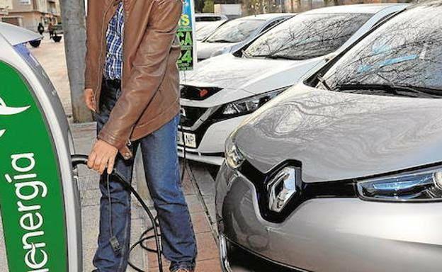 Una hora gratis para los vehículos eléctricos en los aparcamientos públicos de Murcia