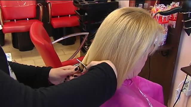 Cortes de pelo gratis para donarlo a pacientes de cáncer -Viveiro -