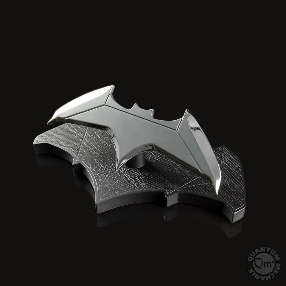 Réplica Batarang Batman Dc Comics 1:1 - Quantum Mechanix +Cuaderno