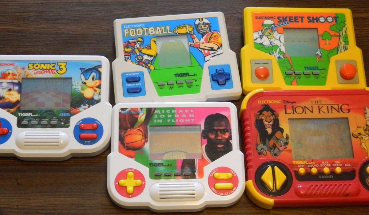 Juega gratis con 74 consolas portátiles predecesoras de la Game Boy o la SEGA Game Gear