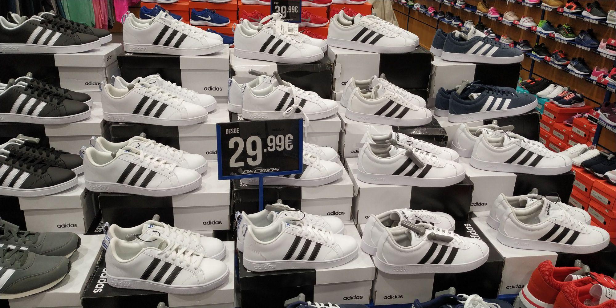 Zapatillas adidas (Décimas del centro comercial Larios de Málaga)