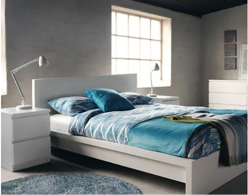 Estructura cama, 2 mesitas y cómoda