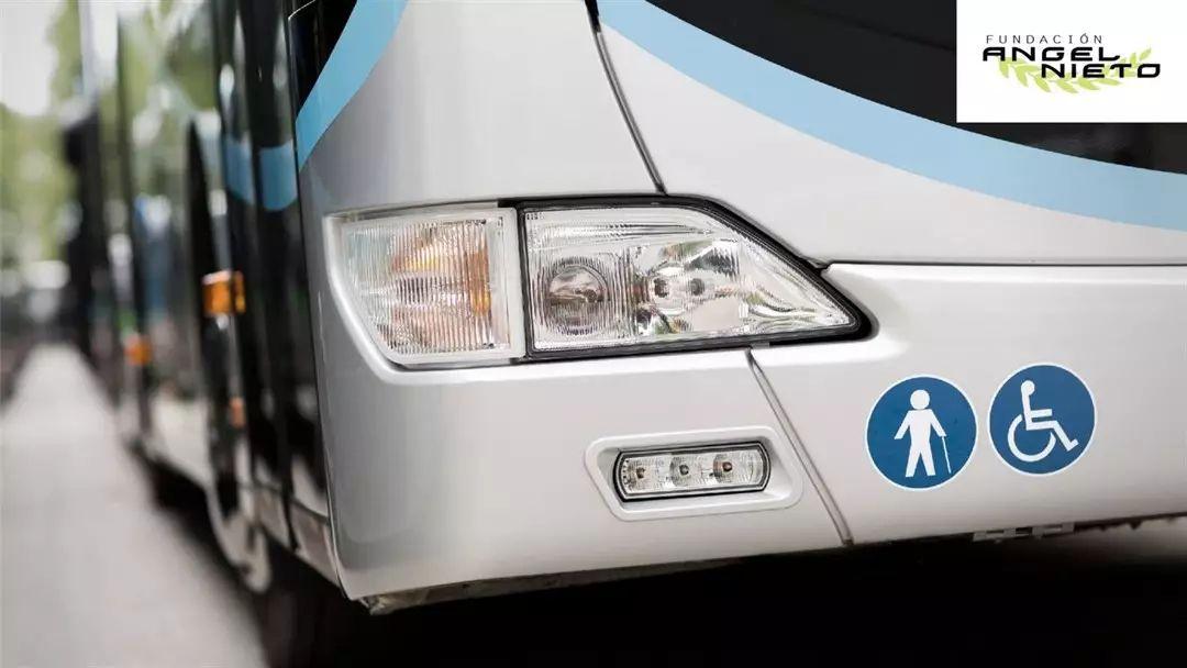Transporte gratis a personas con movilidad reducida en el GP de España (Fundación Ángel Nieto)