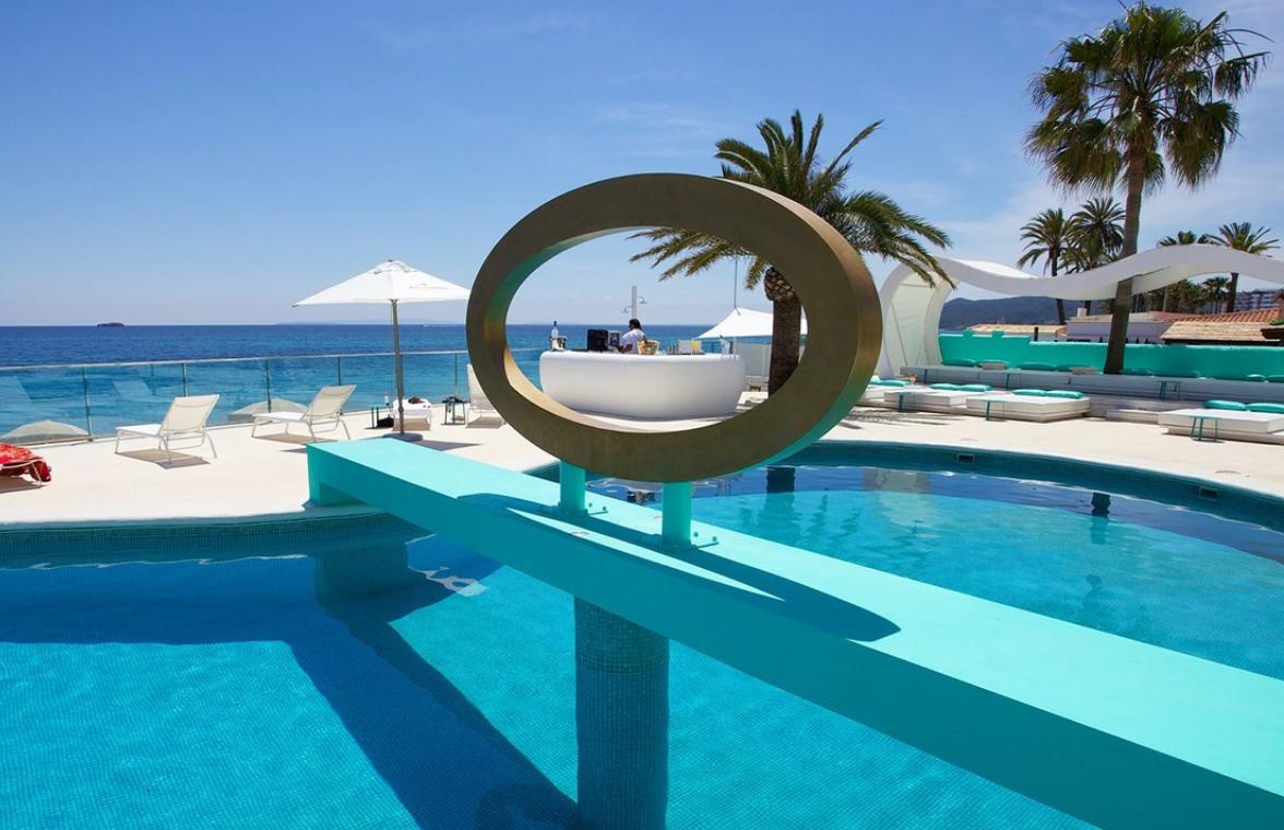 Puente de Mayo en Ibiza 199€/p= 4 días en Suite Playa d'en Bossa y vuelos