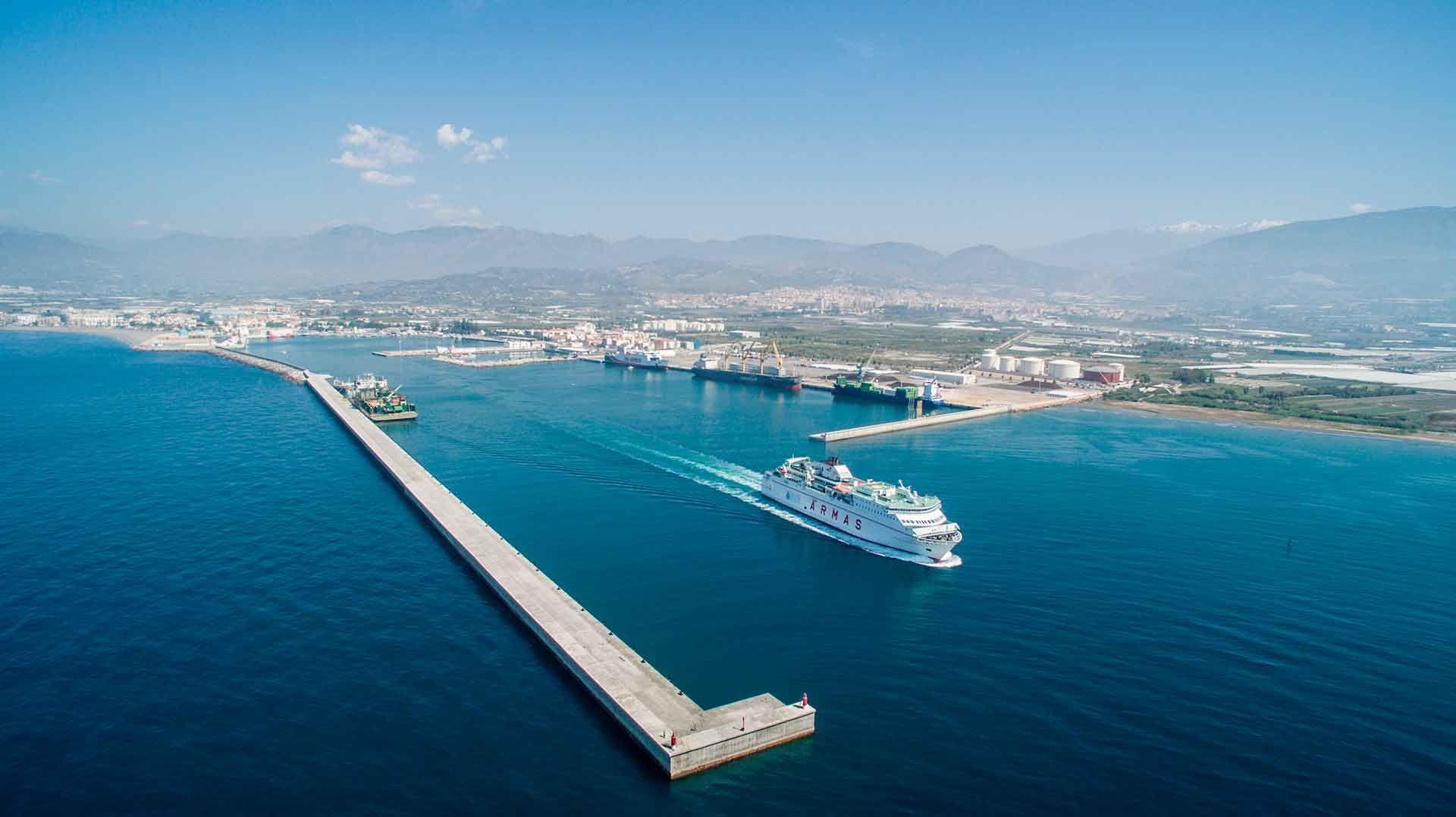 Transporte gratuito a Motril para los cruceristas que llegan al puerto