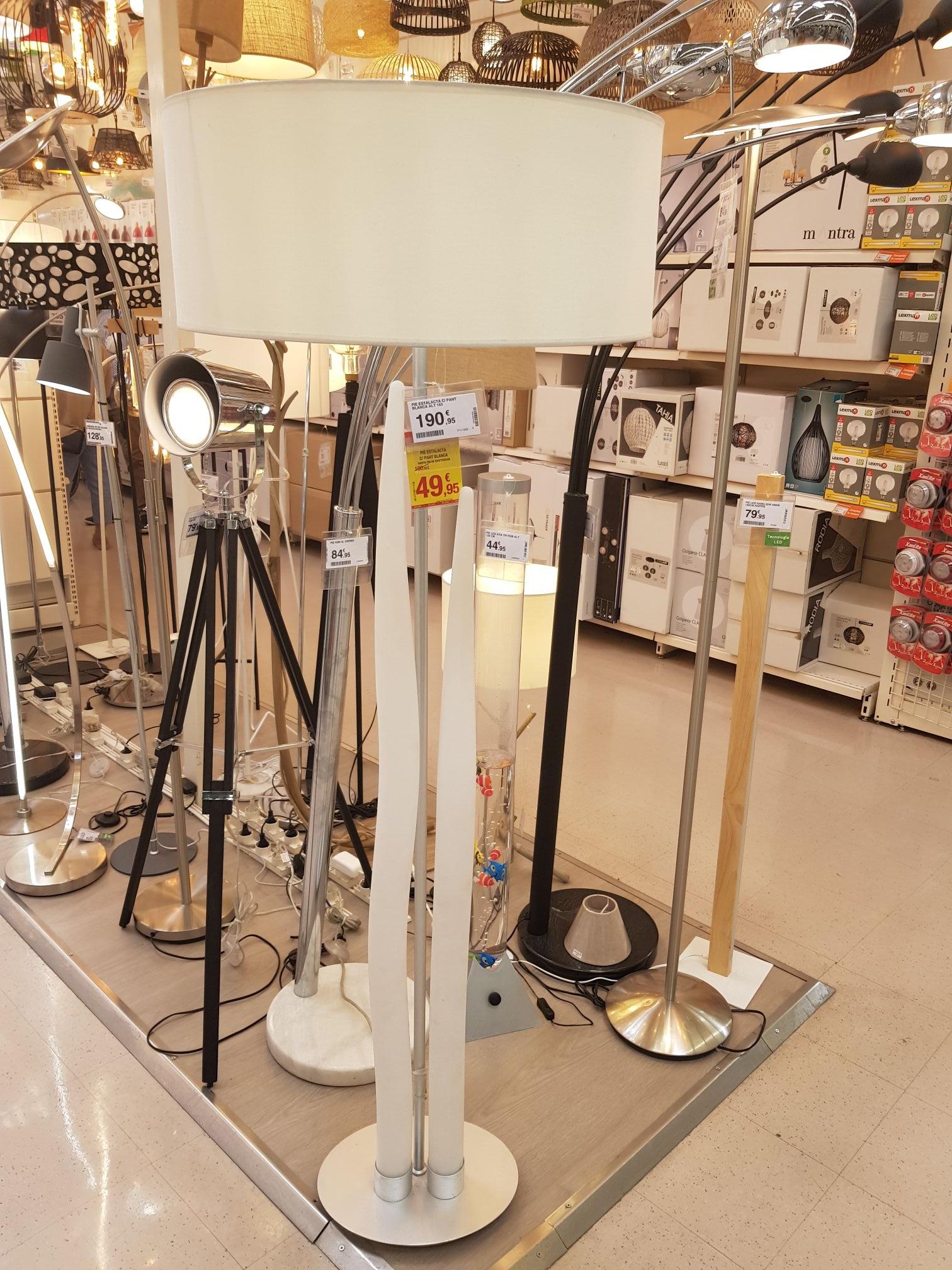 Lámpara de estalagmitas con pantalla blanca(Leroy Las Rozas de Madrid)
