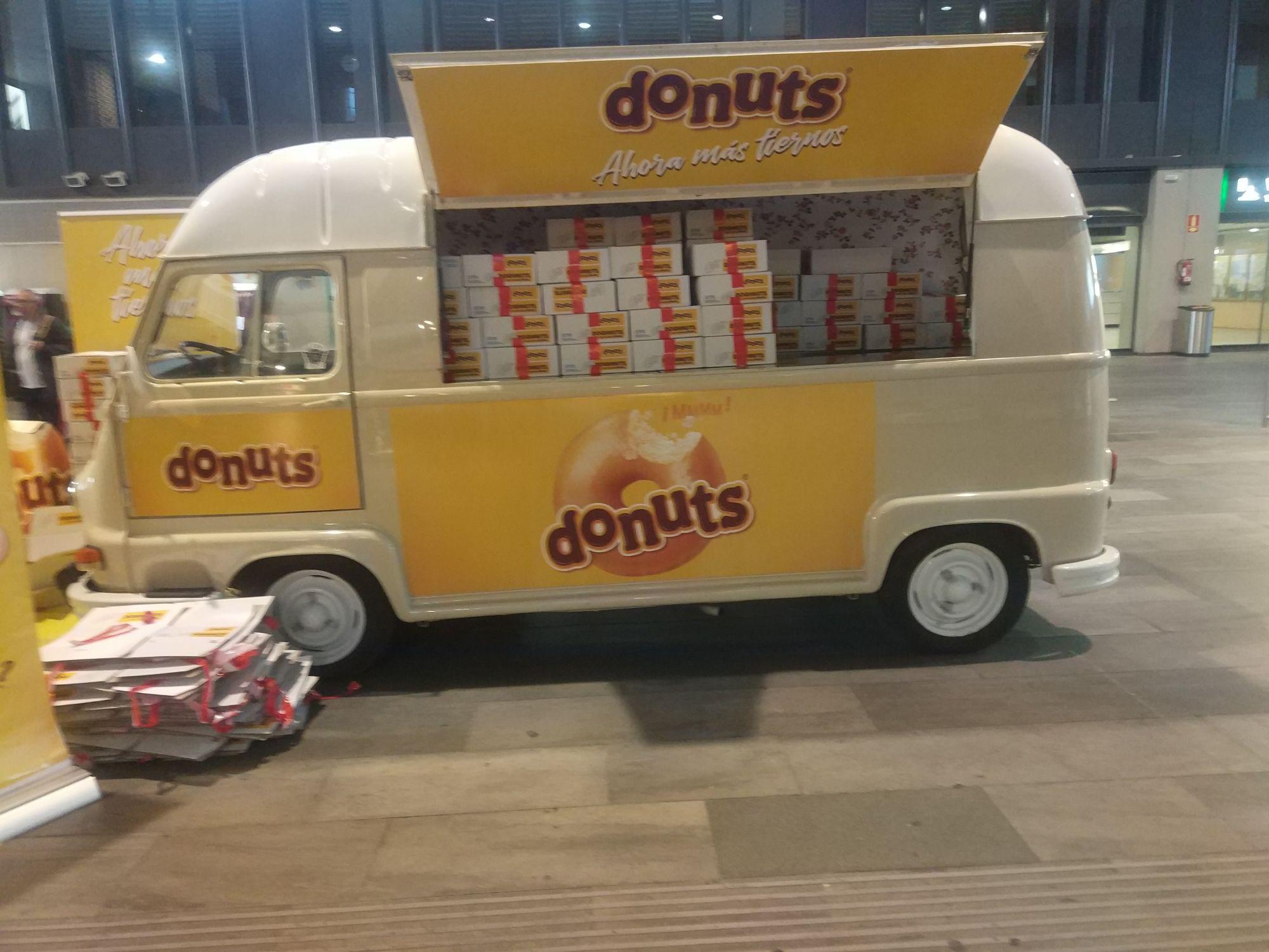 Donuts gratis en estación santa justa(Sevilla)