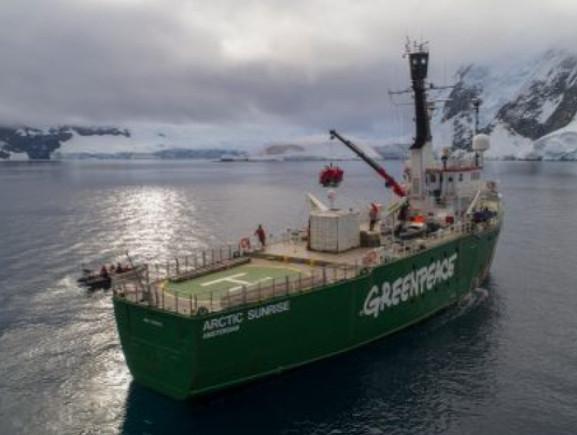 """BILBAO: Puertas abiertas al Rompehielos de Greenpeace """"Arctic Sunrise"""" y concierto en cubierta de Macaco (GRATIS)"""