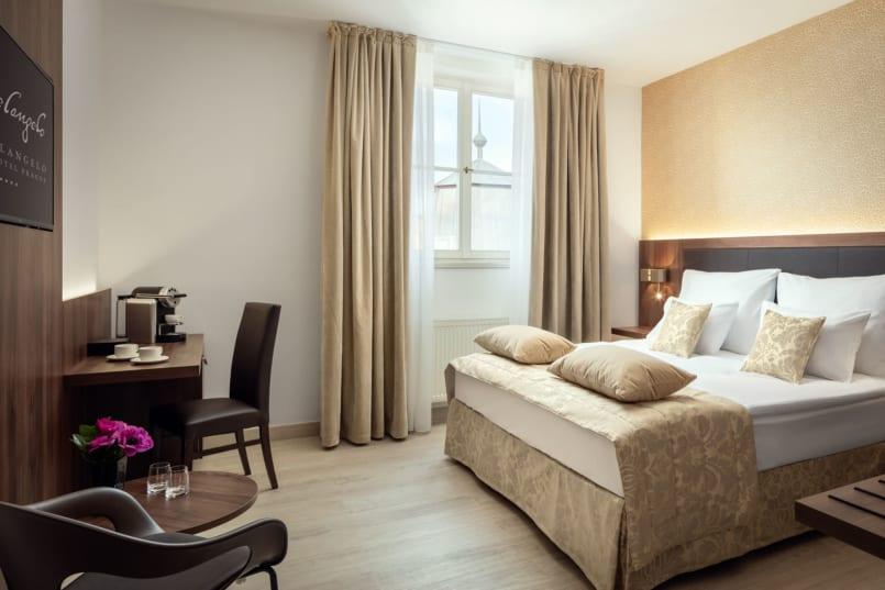 VIAJE A PRAGA DESDE MADRID 4 NOCHES DE HOTEL MAS VUELO