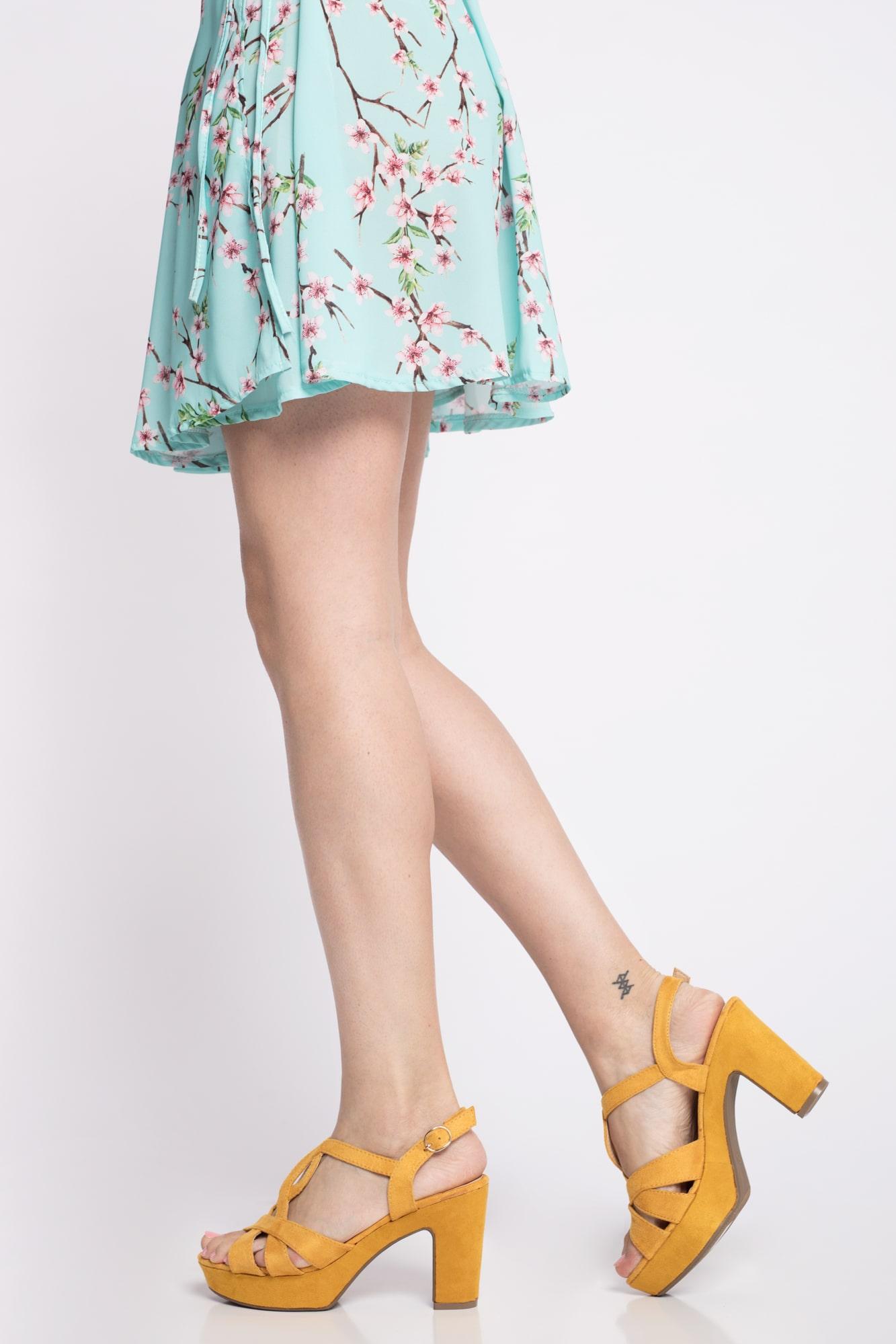 Sandalia de tacón buen precio más colores