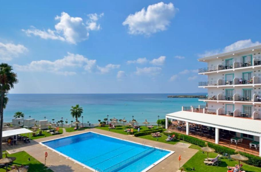 Octubre Menorca 113€/p= 3 noches en  hotel 4* con desayuno + vuelos desde Barcelona
