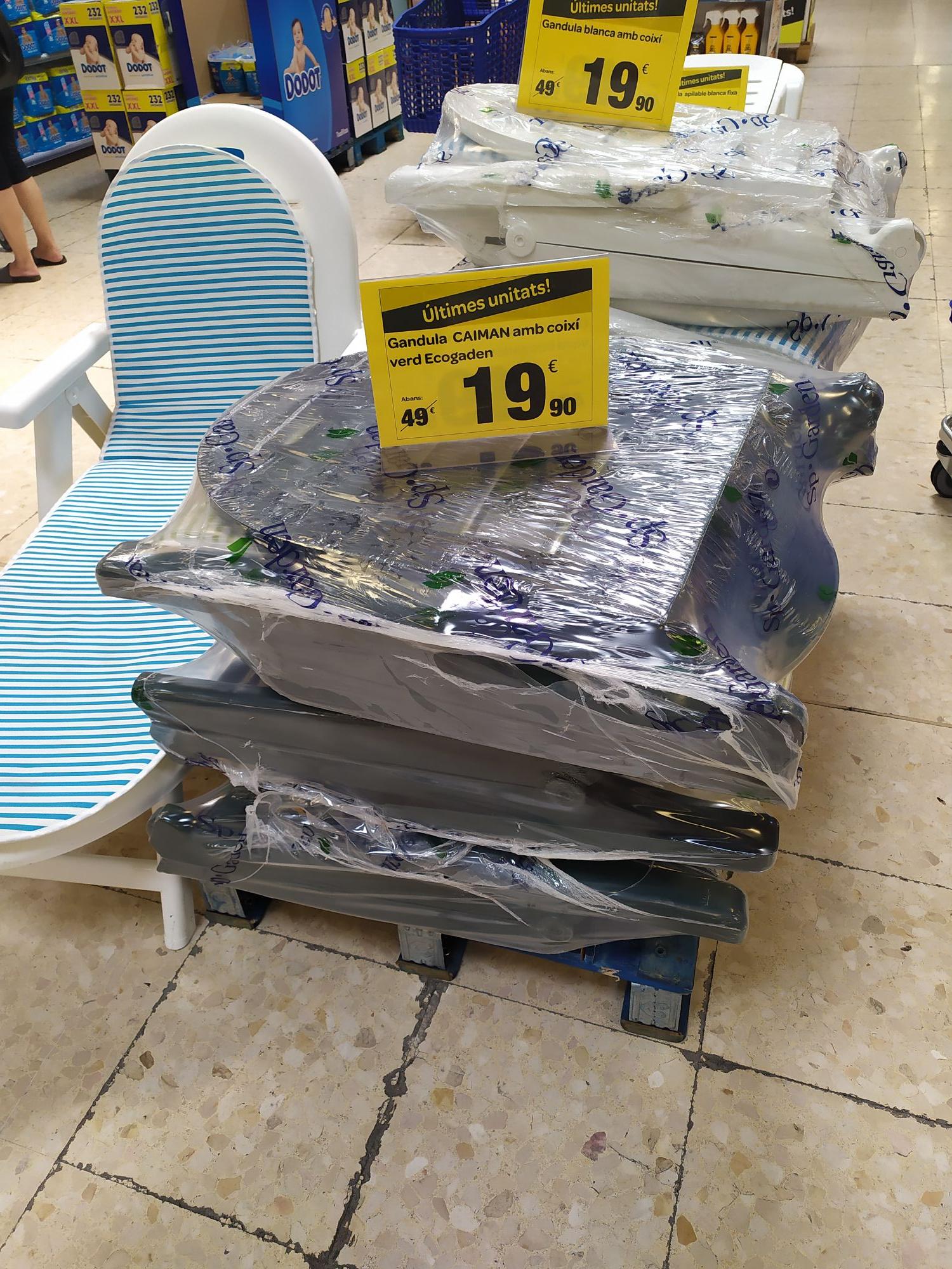 Hamacas plegables más cojín en Carrefour Barnasud (Barcelona)