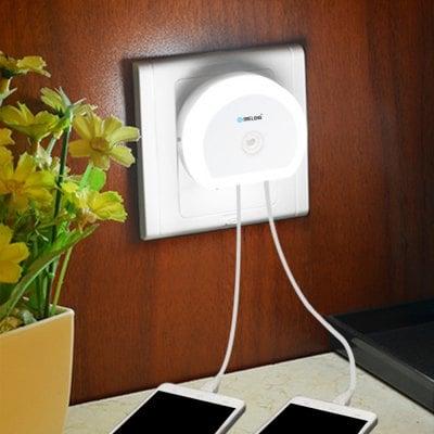 Doble cargador USB y luz de noche con sensor Brelong (Nuevos usuarios y pago con Paypal en Gearbest)