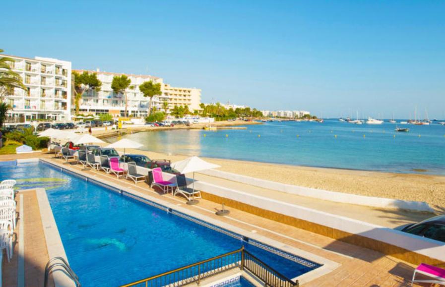 Octubre Ibiza 3 días 84€/p: hotel con desayuno + vuelos desde Valencia
