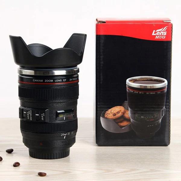 Taza de café objetivo de cámara