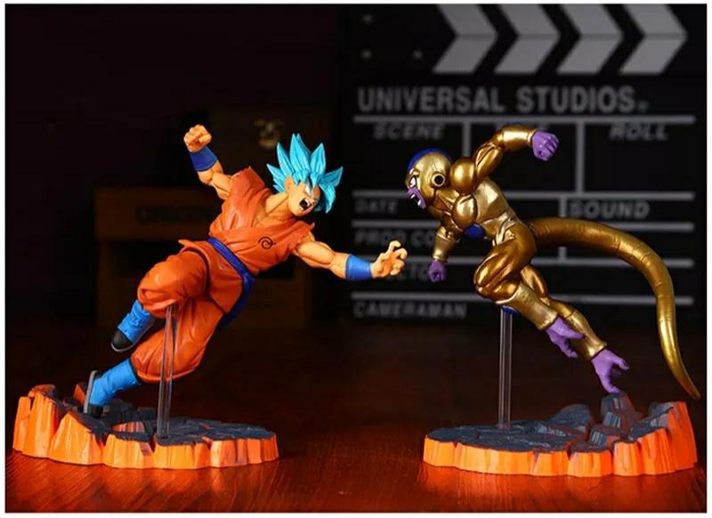 Figuras Goku Super Saiyan Blue y Golden Freezer por 8€