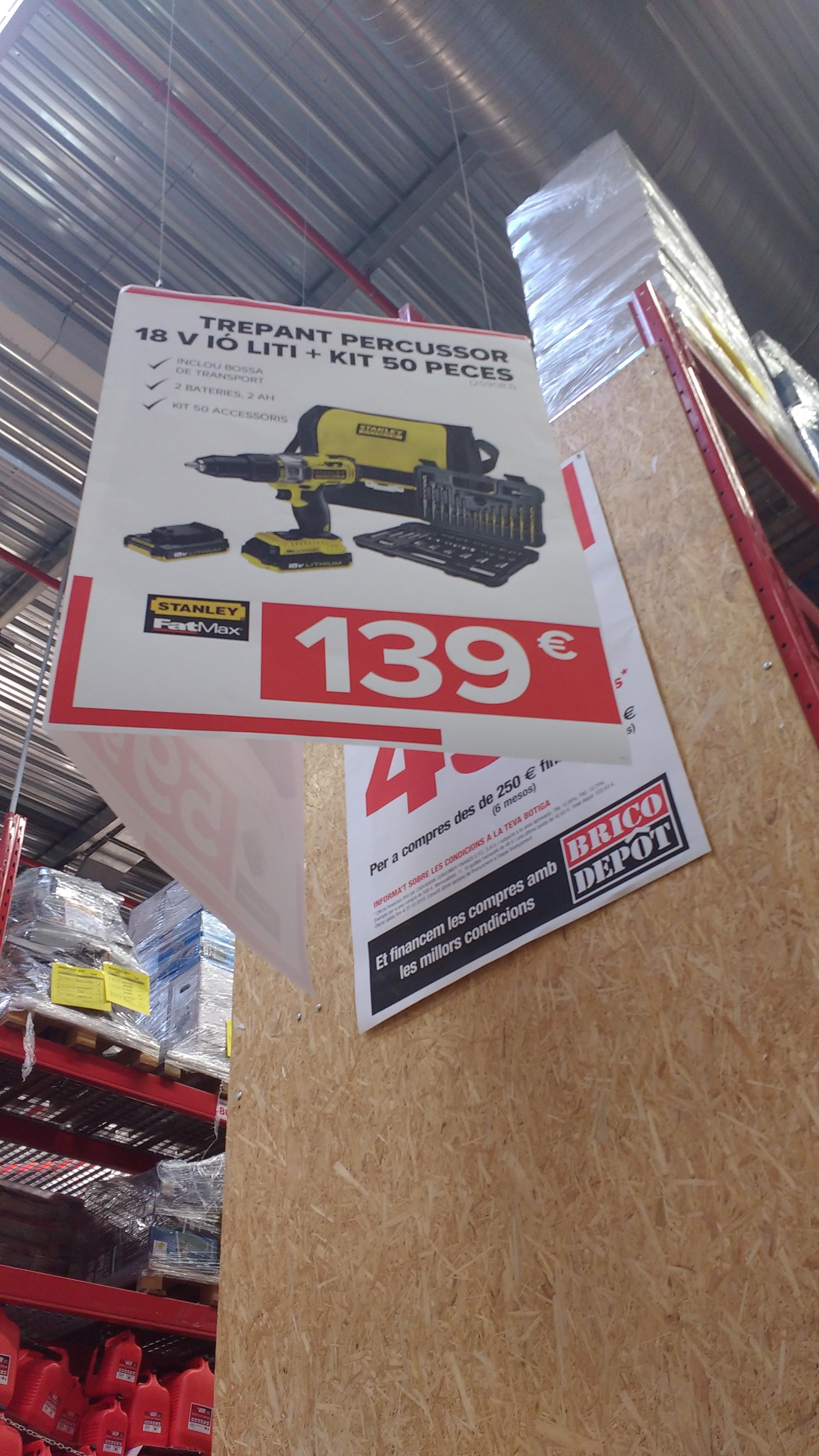 Taladro percutor Stanley FKCK626D25A con accesorios tiendas bricodepot