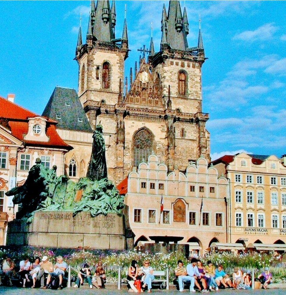 Praga y Bohemia: Mercadillos navideños. 4 días, vuelos+hoteles+coche de alquiler desde 232€ pers.