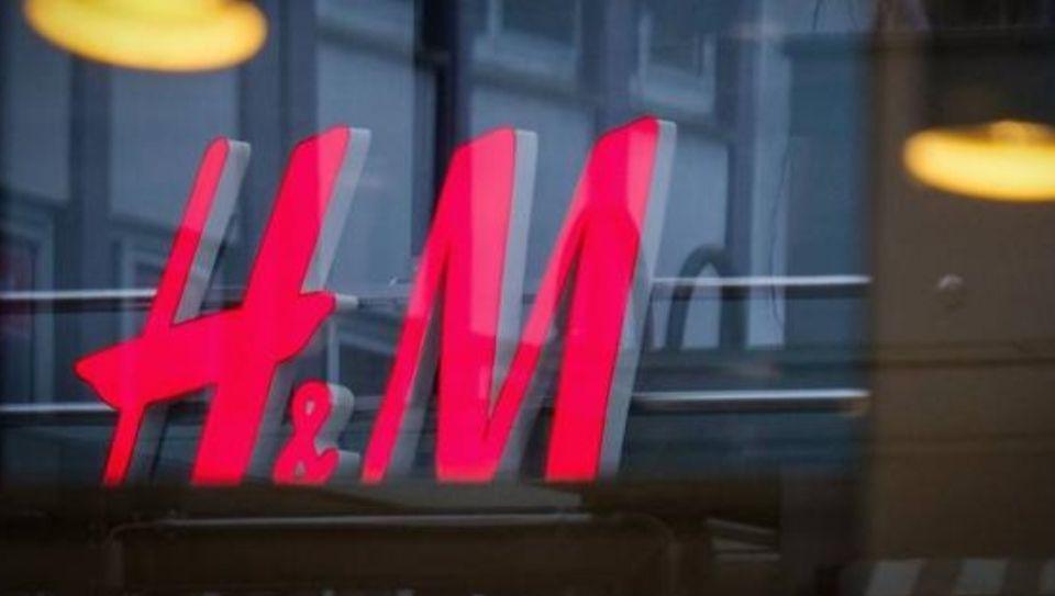 H&M regala un cupón de 5€ por ropa vieja.