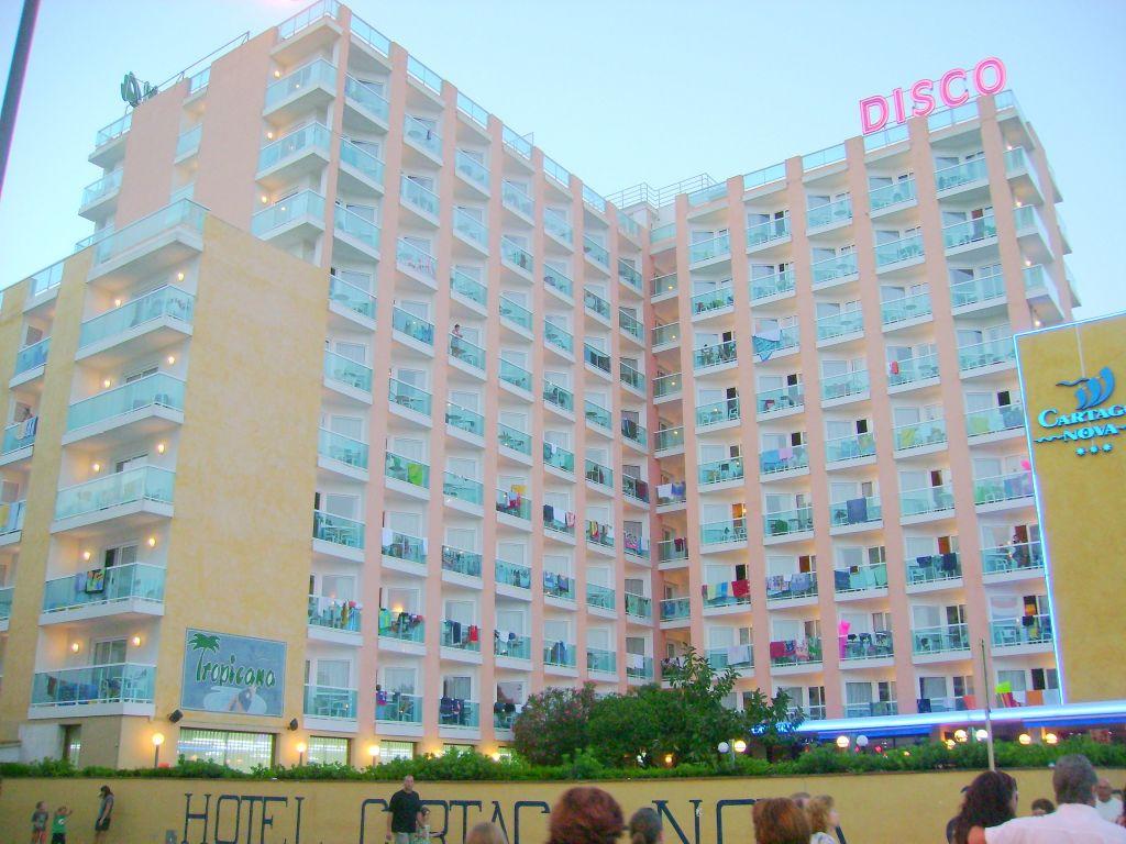 1 Noche: Hotel HTop Cartago Nova 3*, Malgrat de Mar (Costa del Maresme)  Pensión Completa