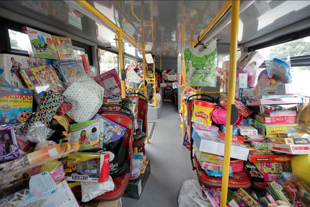 Bus turístico a cambio de juguete (Cordóba)