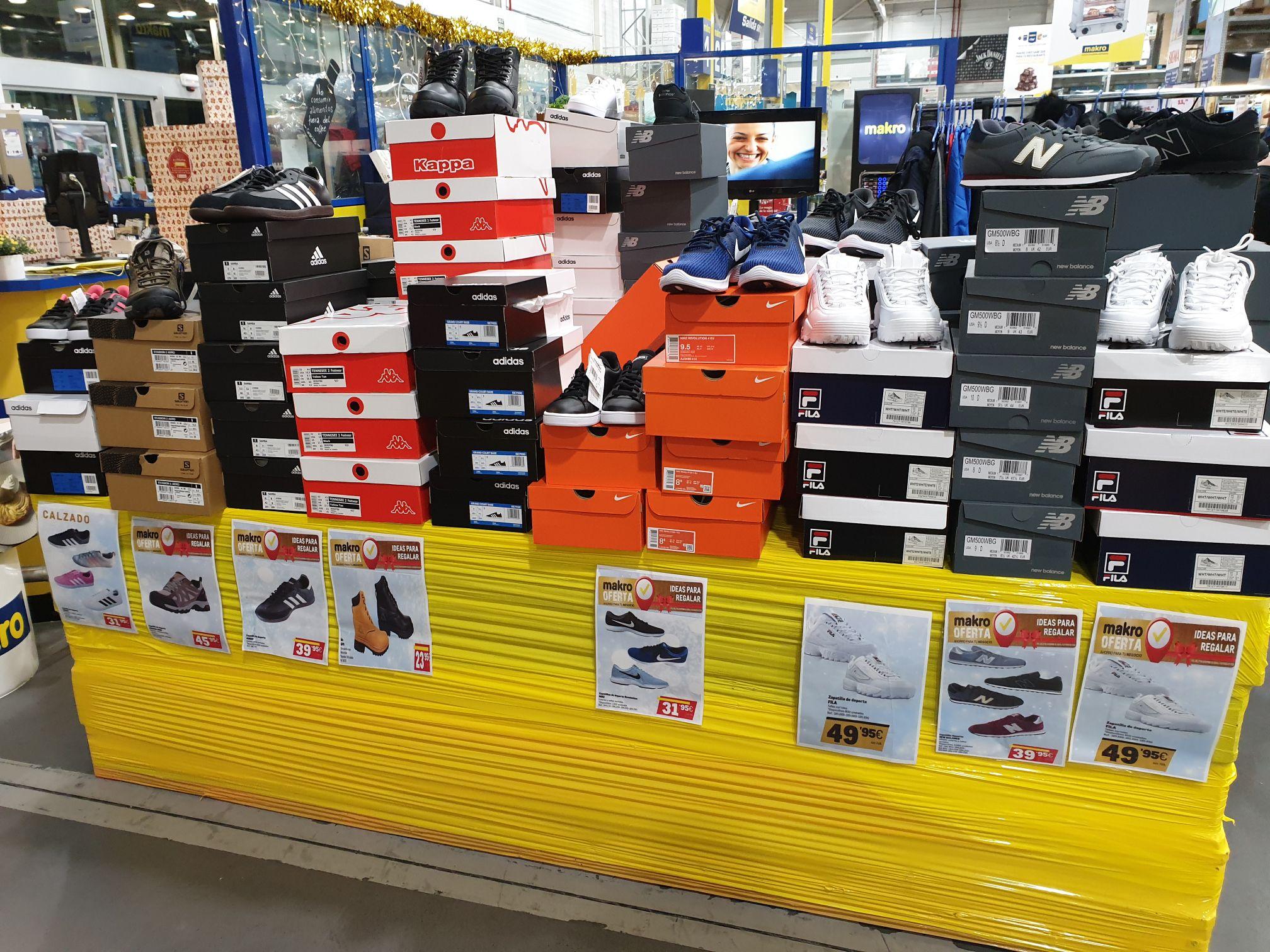 Liquidación ropa y calzado (Makro Toledo)