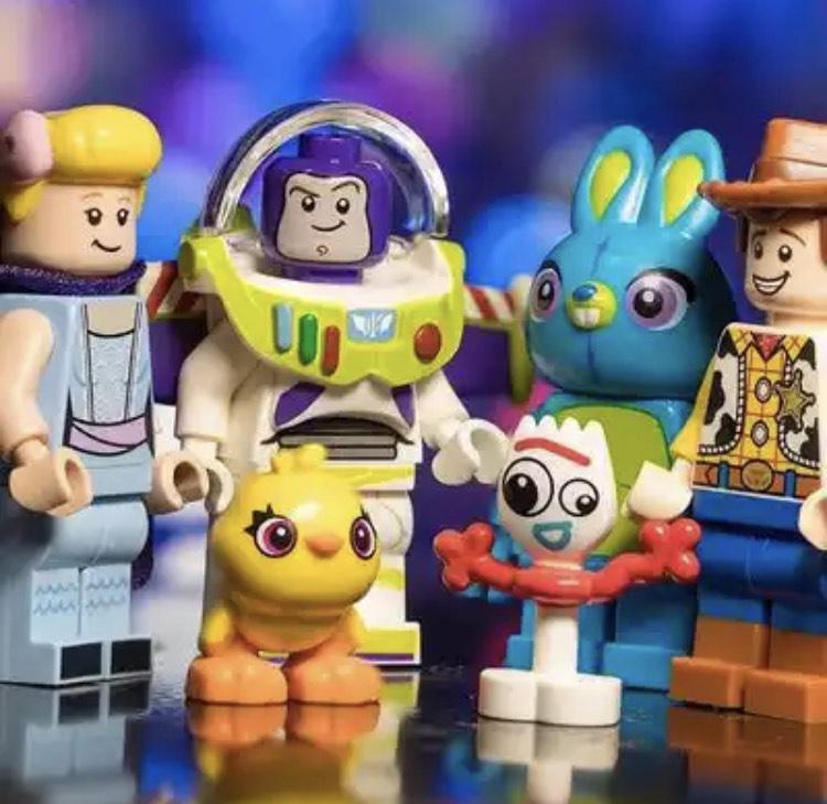 Figuras tipo Lego de ToyStory, Rick y Morty y Hora de Aventuras