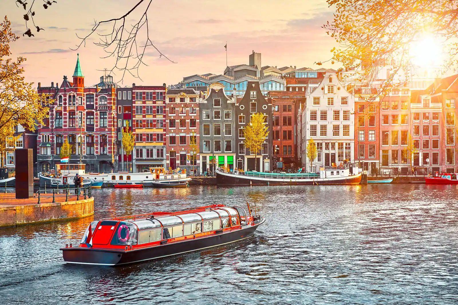 Vuelos i/v + hotel en Ámsterdam