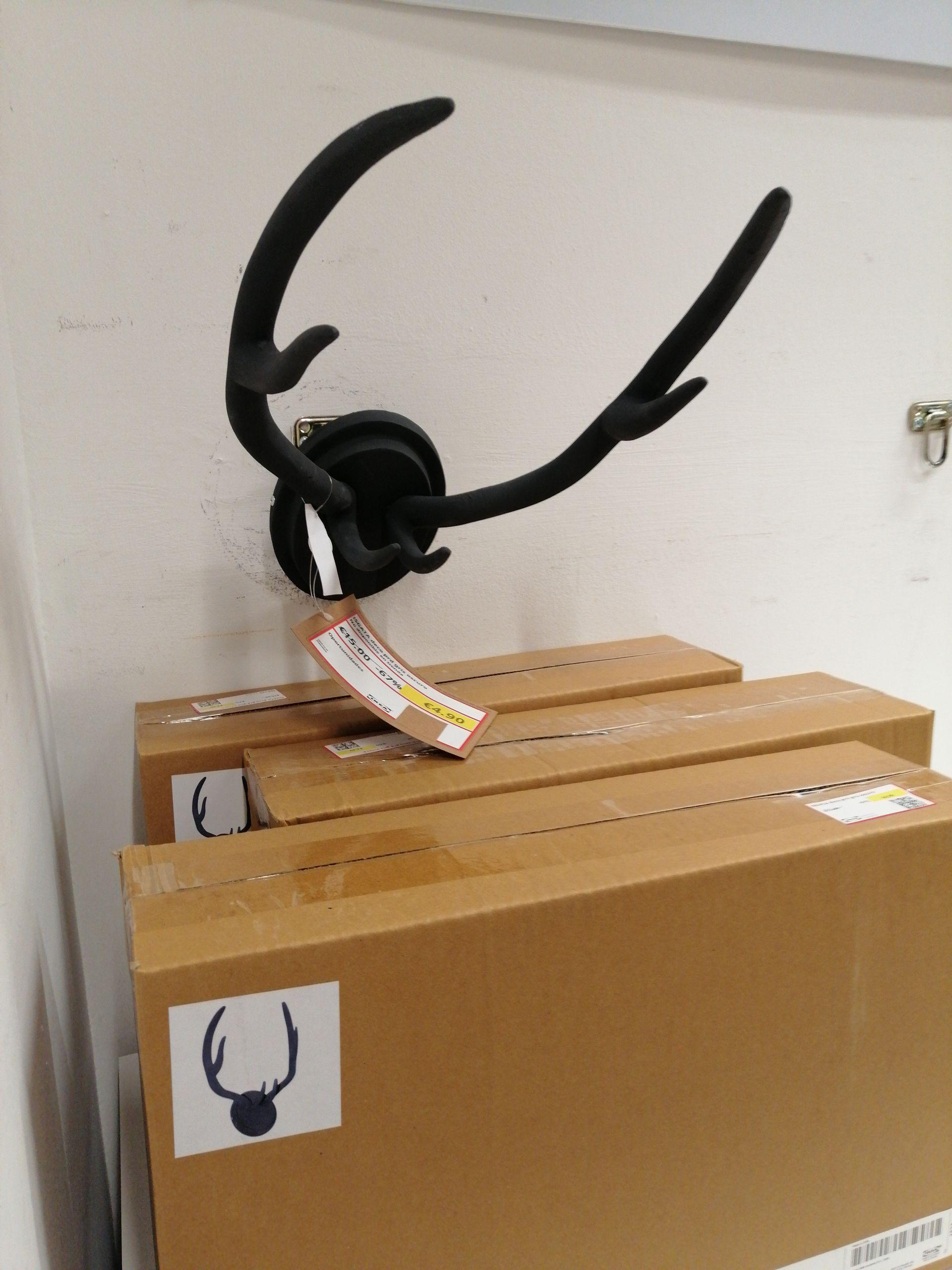 Perchero cuernos de reno en IKEA THADER (MURCIA)