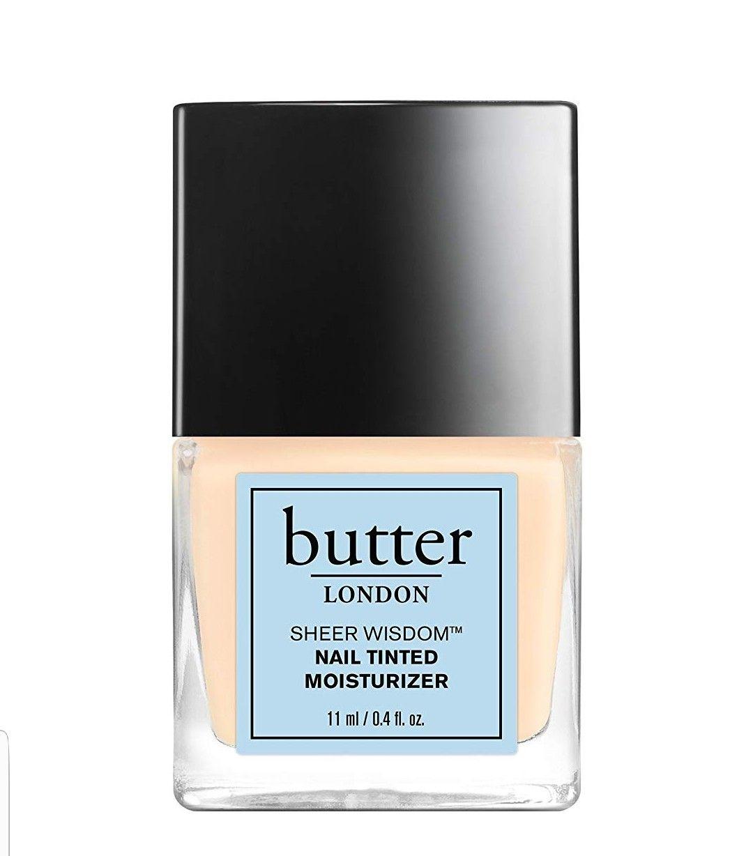 Esmalte de uñas Butter London color claro PLUS.