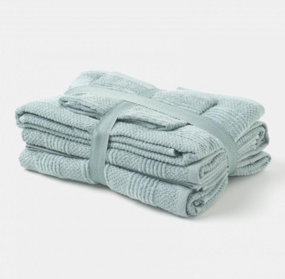 Pack de 6 toallas.( 2 de tocador, 2 de lavabo y 2 de ducha) POR 11 €. Disponible en varios Colores.