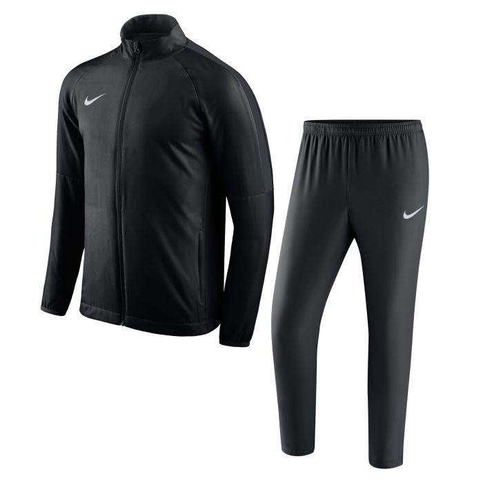 Ofertón en chandal Nike