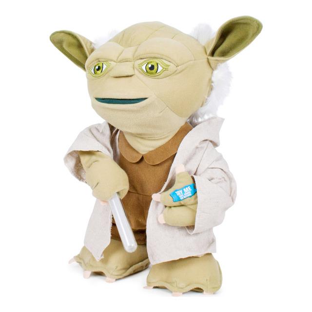 Peluche Yoda Star Wars Disney de 60 cm que habla y mueve su sable láser luminoso por sólo 15€ !!!!!!
