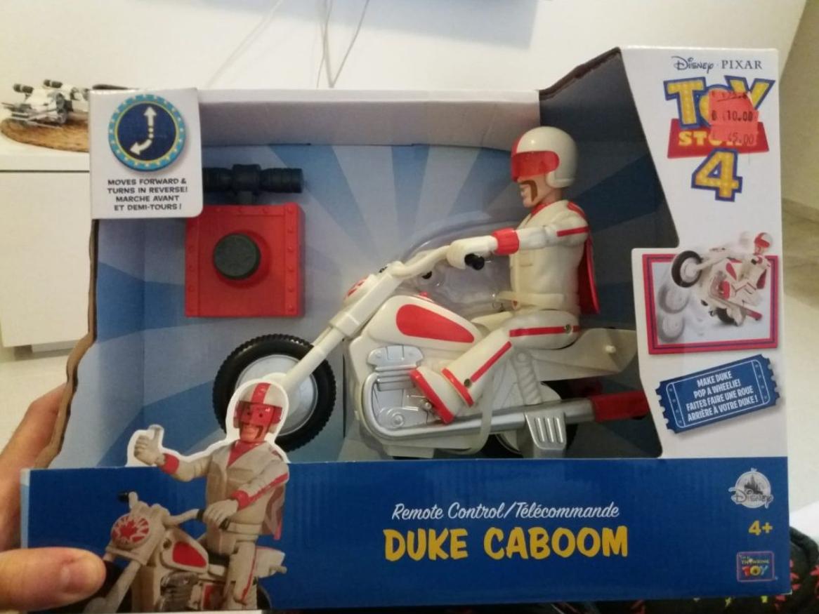 Duke Caboom a control remoto (Disney Store málaga)