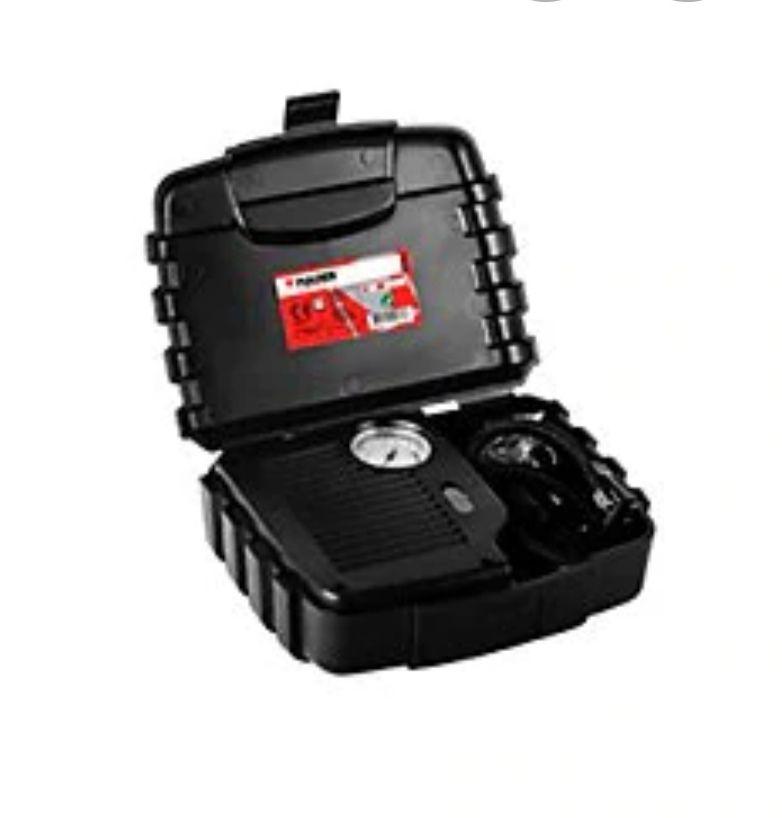 Mini compresor de aire de hasta 260 de presión. Tensión: 12 V. Incluye boquillas de inflado y maletín de TRANSPORTE.ENVÍO GRATIS!