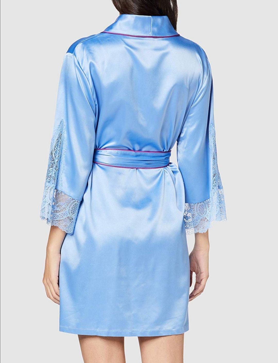 Bata Kimono con ribetes de color y bordado.