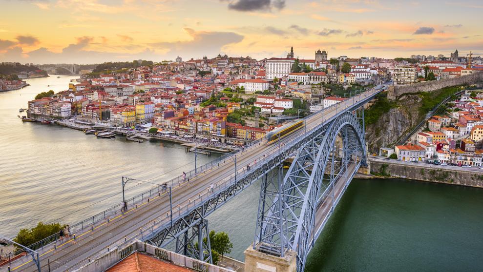 Viaje Madrid a Oporto en Marzo. Hoteles y vuelos (7 días, 6 noches). 238€ x persona