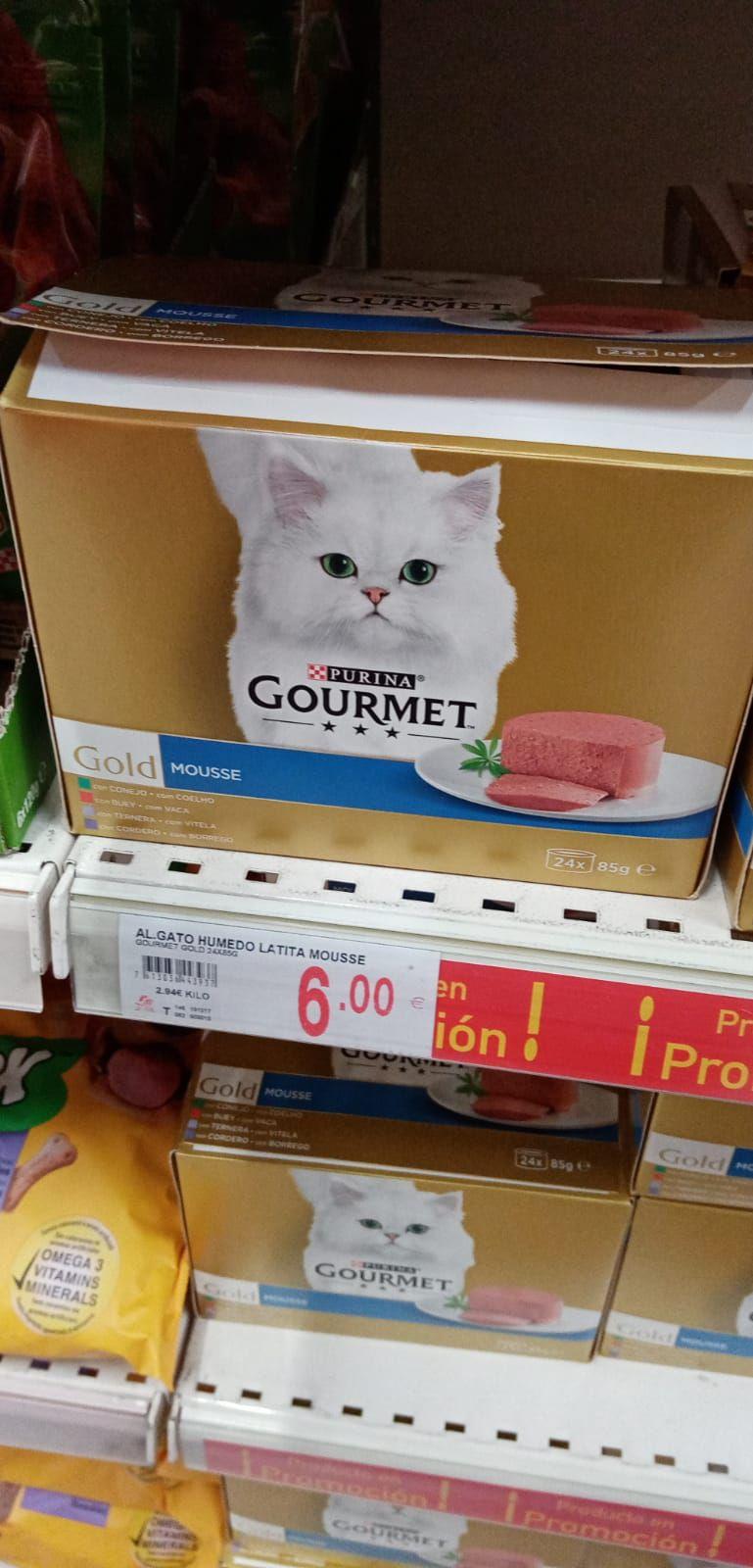 24 latas de comida de gato