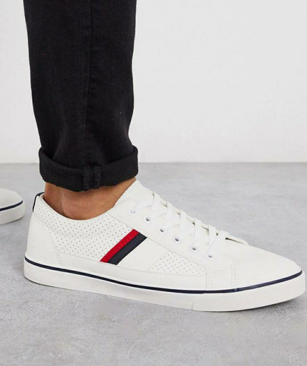 Zapatillas blancas con rayas laterales carreiro de loyalty&faith