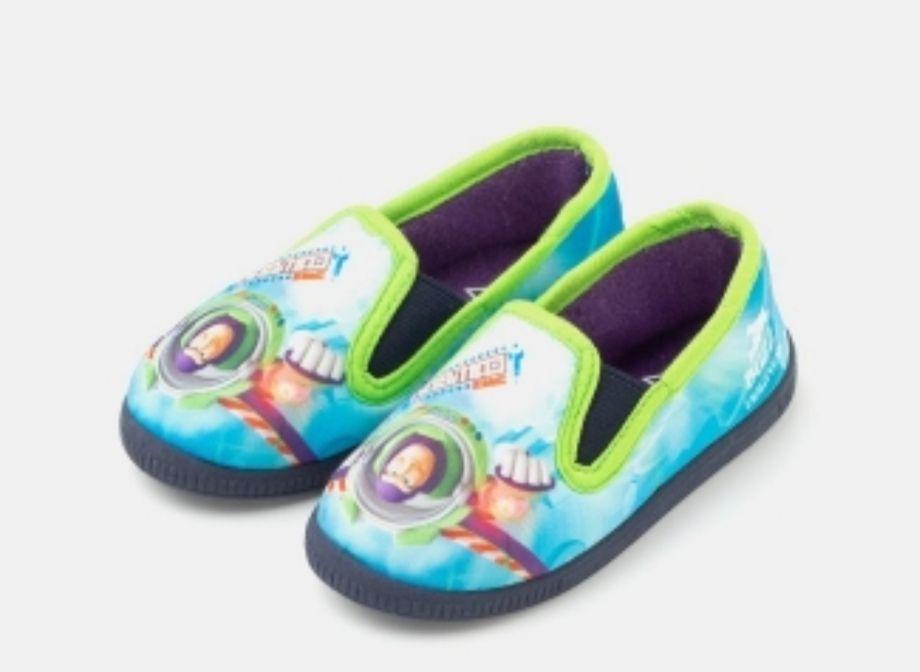 Zapatillas de estar por casa con luz Buzz Lightyear DISNEY (Tallas 21 a 28) más modelos calzado infantil en la descripción)